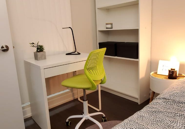FLEX DEN ROOM AVAILABLE IN DOWNTOWN TORONTO