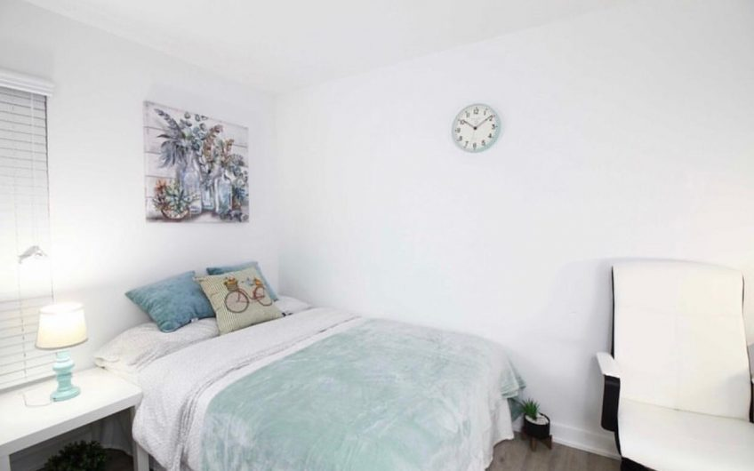 Luxury Bedroom at King and Bathurst / Available; 01. September 2020