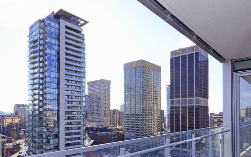 Deluxe room – Downtown Toronto
